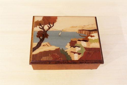 Cofanetto in legno intarsiato con panorama di Sorrento
