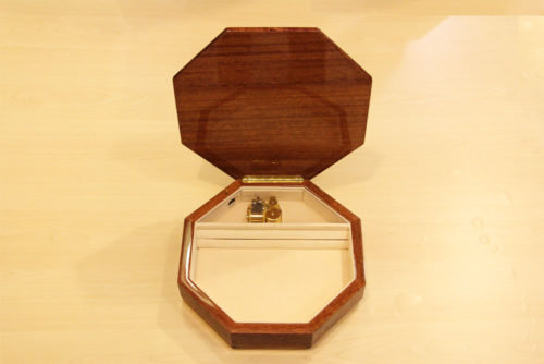 Carillon intarsiato - Fodera in velluto e cerniera in ottone