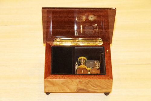 Foderatura in velluto - cofanetto portagioie intarsiato - legno di frassino