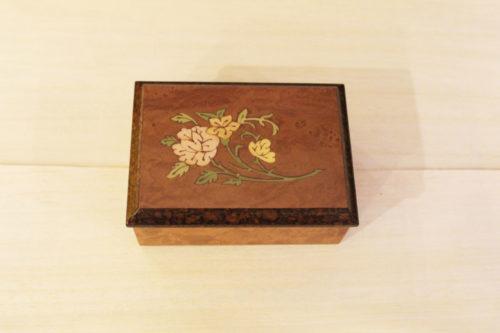 Cofanetto portagioie in legno intarsiato