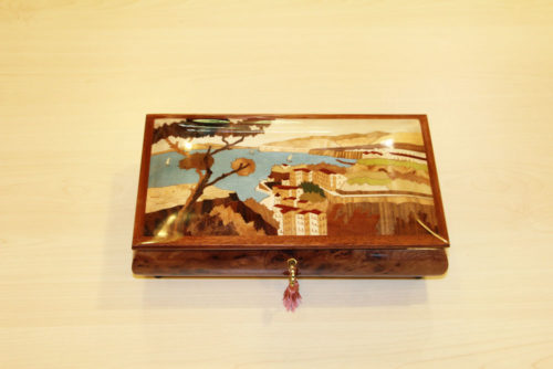 Inlaid music box with Sorrento landscape
