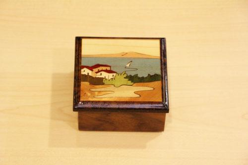 Cofanetto portagioie intarsiato in legno di mogano e noce