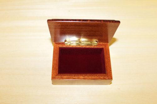 Fodera in velluto e cerniera in ottone - Scatola in legno intarsiato Sorrento