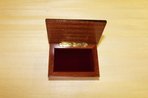 Fodera interna in velluto - scatola portagioie in legno intarsiato