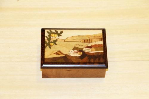 Scatola portagioie in legno intarsiato