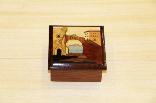 Portagioie in legno intarsiato con panorama di Sorrento