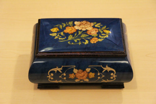 Inlaid music box with flowers
