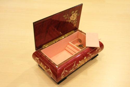 Fodera in velluto e cerniera in ottone - Carillon scatola musicale in legno intarsiato