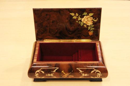 Fodera interna in velluto - Carillon portagioie in legno intarsiato