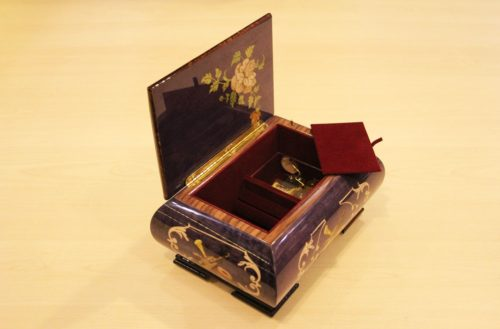 Velvet lining and brass hinge - Italian inlaid music box adorned with musical instruments