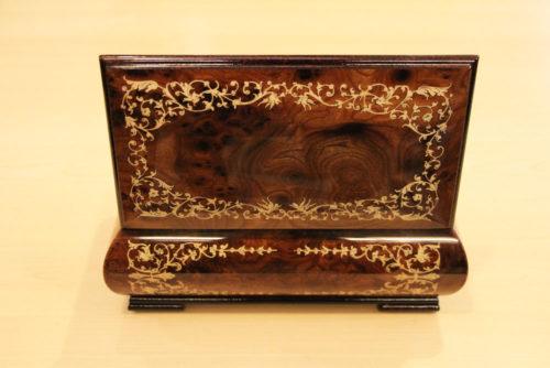 Retro - Cofanetto musicale in legno intarsiato della linea barocco