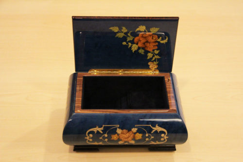 Velvet lining - Inlaid music box with flowers