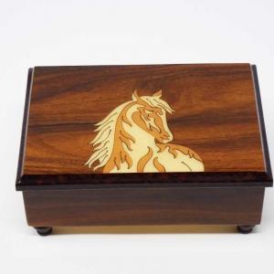 Cofanetto musicale intarsiato con cavallo